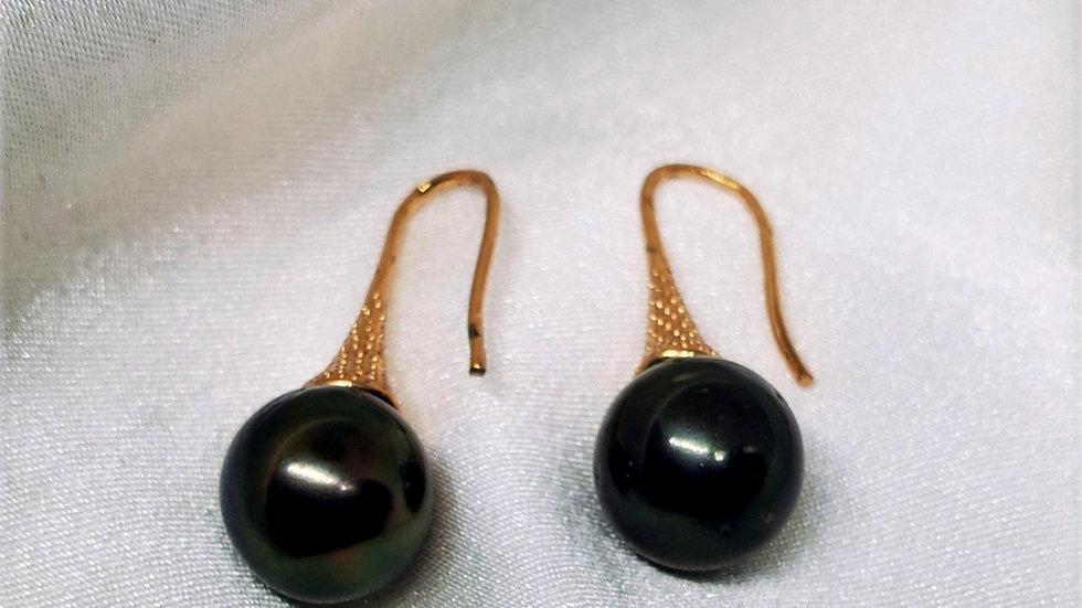 Delightful Black Dangling Earring