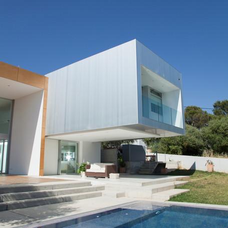 Fully Tiled Luxury Pool