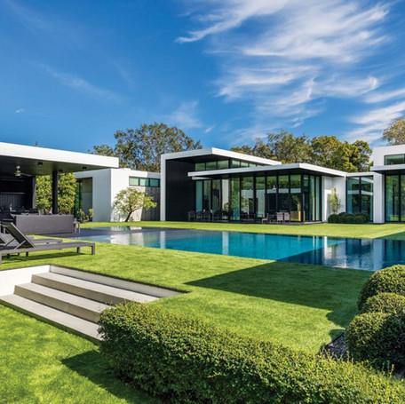Wet edge custom luxury Pool