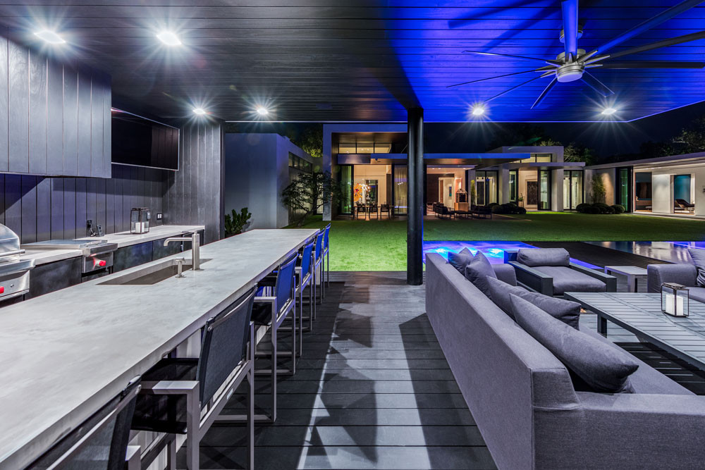 outdoor entertainment area, bbq area