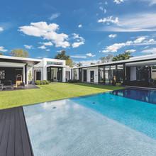 Shallow edge swimming pool
