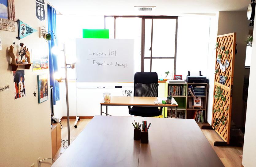 大きな机で英語学習もはかどります!