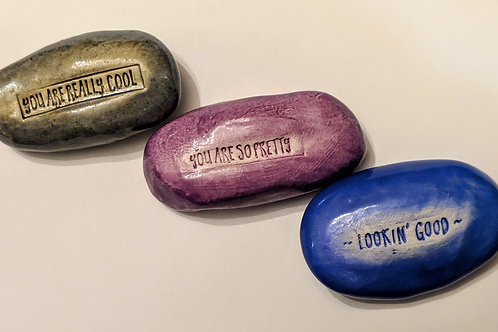 COMPLIMENTS - Lot of 3 Pocket Stones