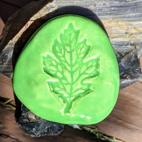 OAK LEAF Pocket Stone - Apple Green