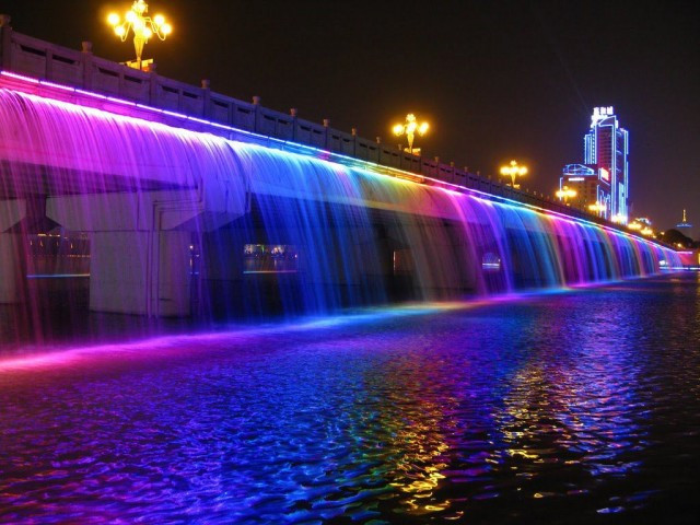 Rainbow-Fountain10-640x480.jpg