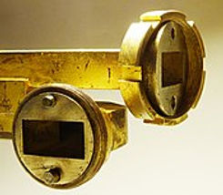 175px-Waveguide-flange-with-threaded-col