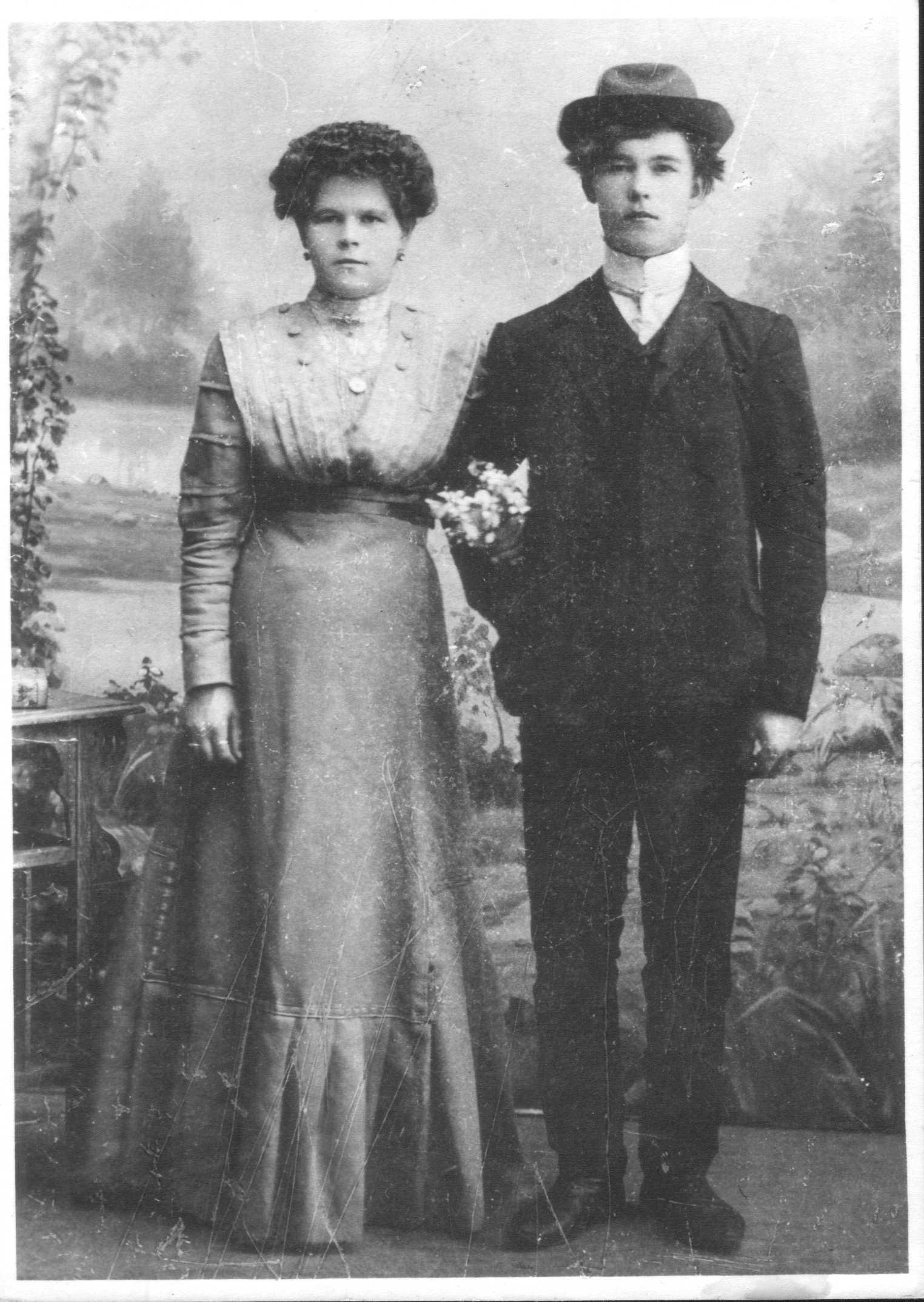 1910 Пуховы Женя и Федор