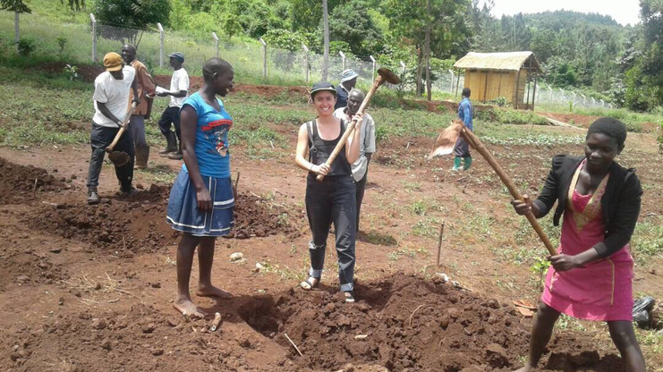 Volunteer Eco Mama's Global Community Gardens