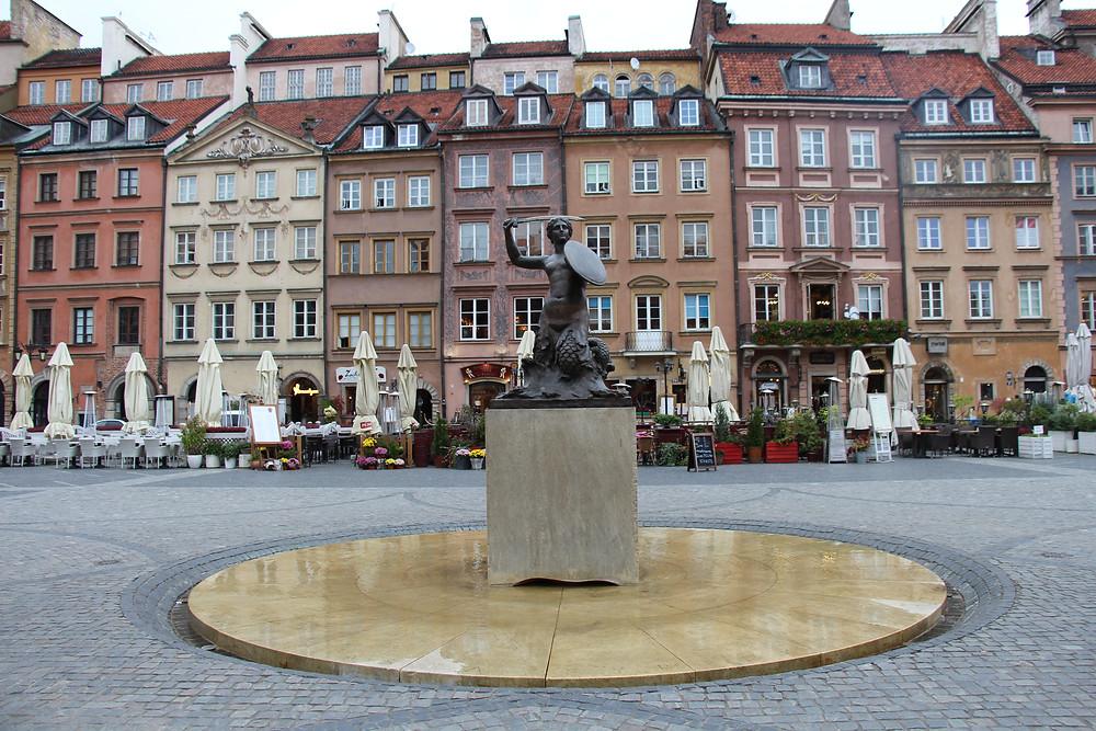 סמל העיר ורשה - בת ים אוחזת בחרב ומגן