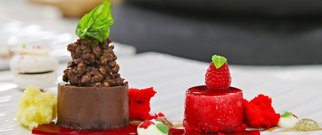 chocolate ans strawberry desserts
