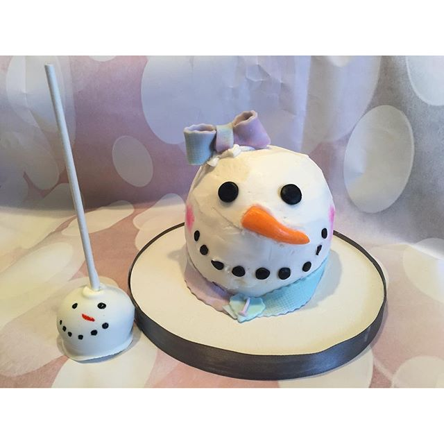 Snowgirl smash cake and cake pops
