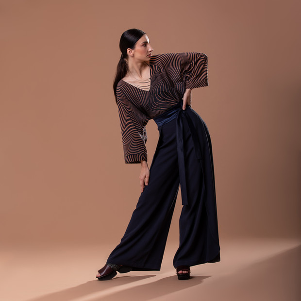 Blusa Óptica e Calça Pantalona Transpasse