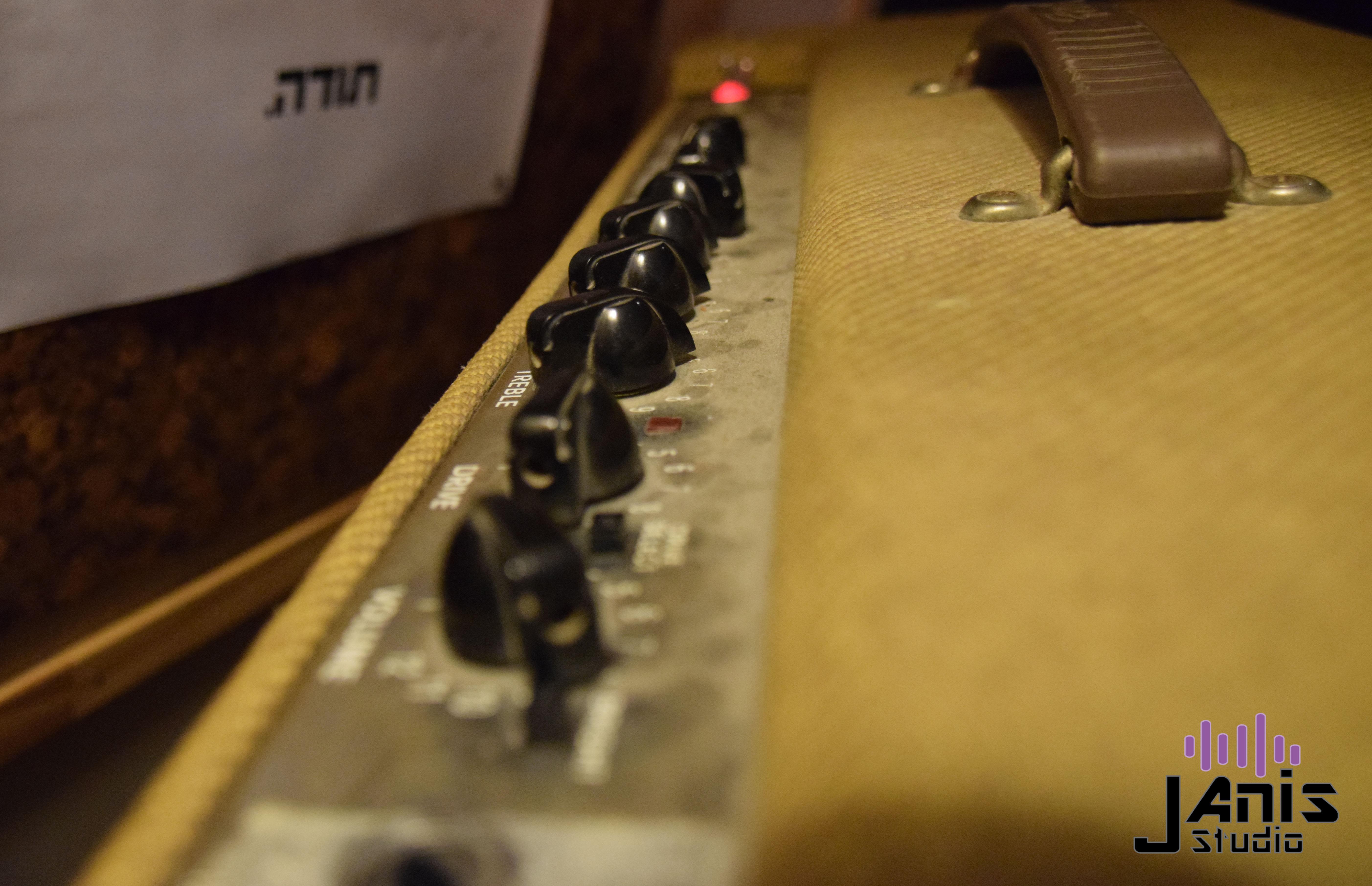 Fender De-Ville