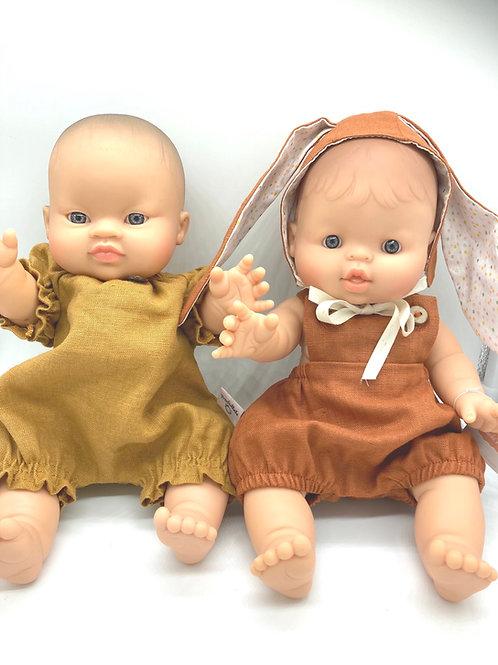 Puppenjunge von Paola Reina mit handgemachtem Outfit