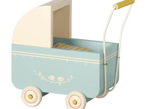 Hellblauer Kinderwagen für Hasenbabies oder Mäuse - mittel für Micro