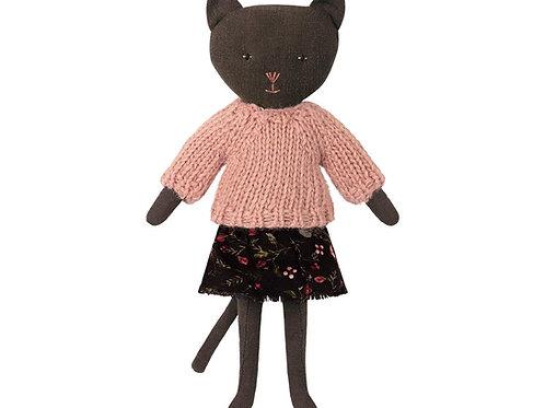 Schwarze Katze von Maileg mit schönem Outfit