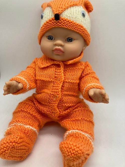 Puppenmädchen von Paola Reina mit handgestricktem Fuchstoutfit