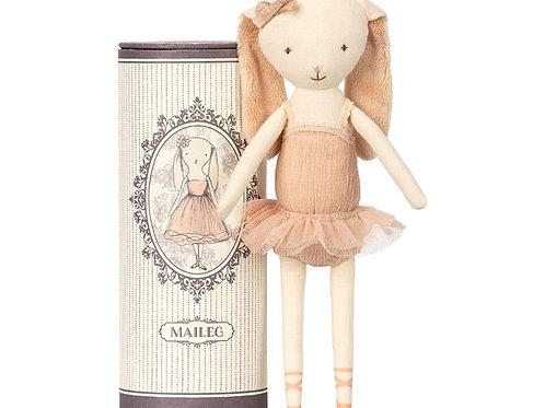 Ballerina-Hase in Kartonröhre