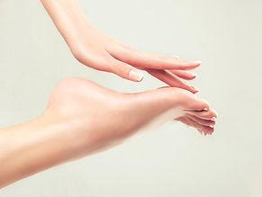 main et pieds.jpg
