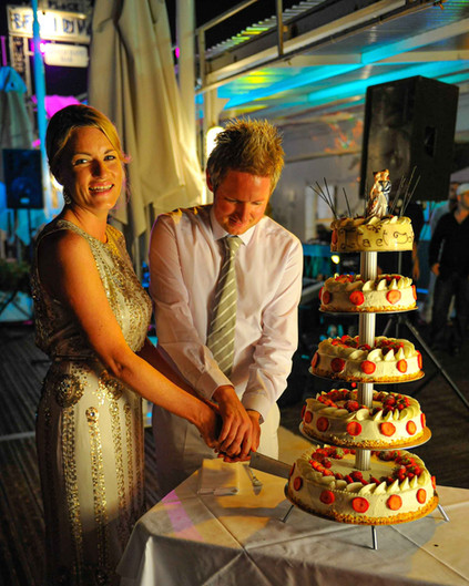 bride and groom cutting the wedding cake - Galway wedding photograper