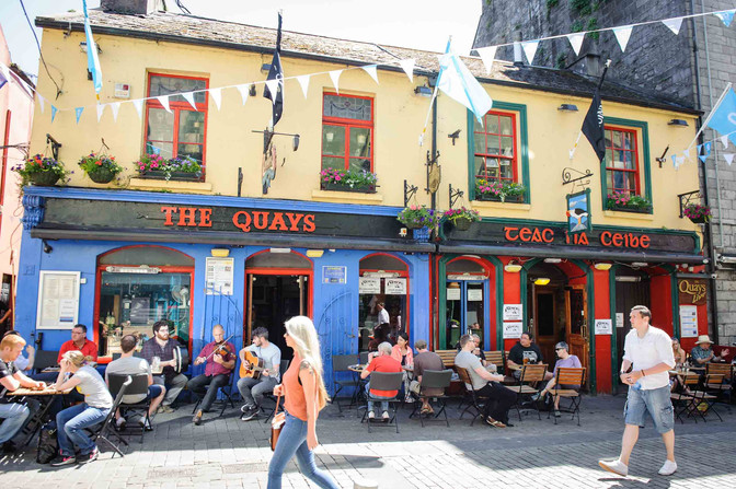 The famous Quays bar during the summer - Galway Commercial Photogrpaher