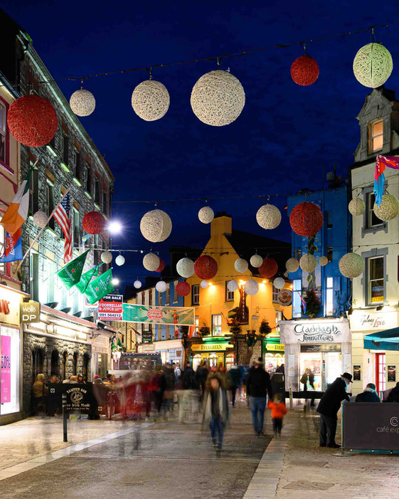 Christmas shopping busy shop street - Galway Commercial Photographer