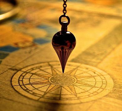 pendulum-1934311_1920_edited.jpg