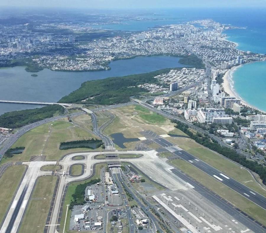 El aeropuerto internacional Luis Muñoz Marín es altamente vulnerable al continuo aumento del nivel del mar. (GFR Media)
