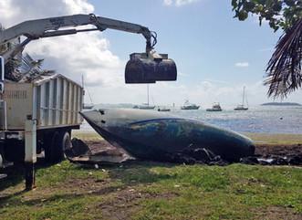 Recursos Naturales remueve embarcaciones abandonadas en Fajardo