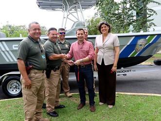 Senador Nadal Power entrega embarcaciones al DRNA mediante una inversión $800 mil