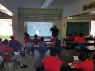 Ofrecen primer taller de restauración de arrecifes de coral en la Escuela PES Carmen Feliciano