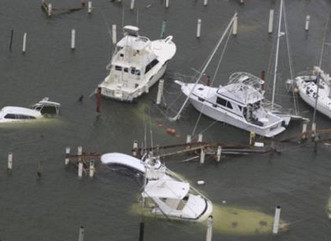 Guardia Costera empieza remoción de naves varadas por María