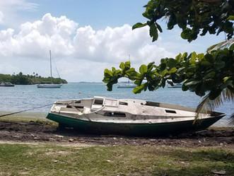 Barcazas abandonadas: peligro para el mar