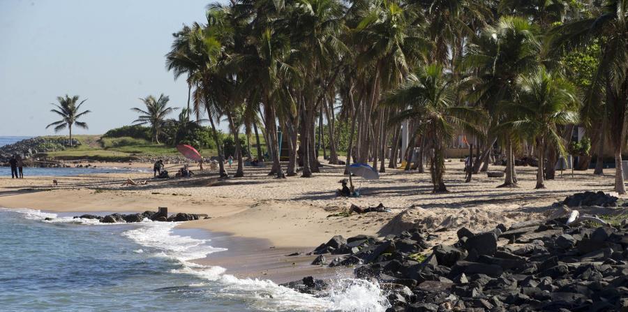 Imagen de archivo de la playa del Escambrón, en San Juan, a poco más de dos meses del paso del huracán María por Puerto Rico. (GFR Media)