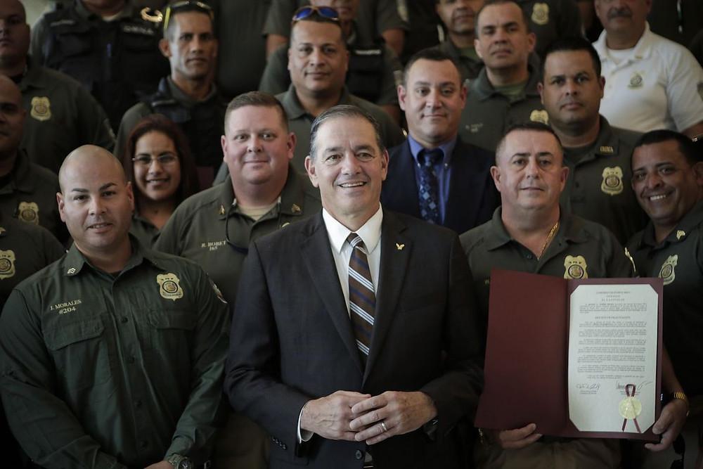 El presidente de la Comisión de Seguridad Pública, licenciado Henry Neumann Zayas reconoció hoy al Cuerpo de Vigilantes del Departamento de Recursos Naturales y Ambientales con motivo de la celebración de su 40 aniversario. Suministrada