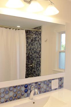 upstairs bath1.jpg