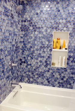 upstairs bath8.JPG