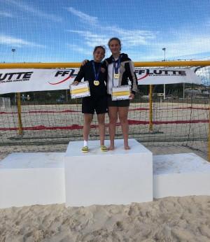 Juliette et Marine championnes de France de beach wrestling