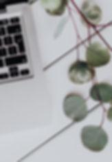 kaboompics_Apple MacBook & Coffee on the