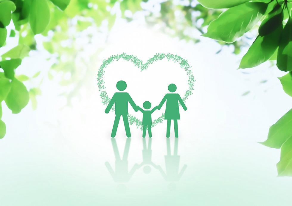 木々の中の家族