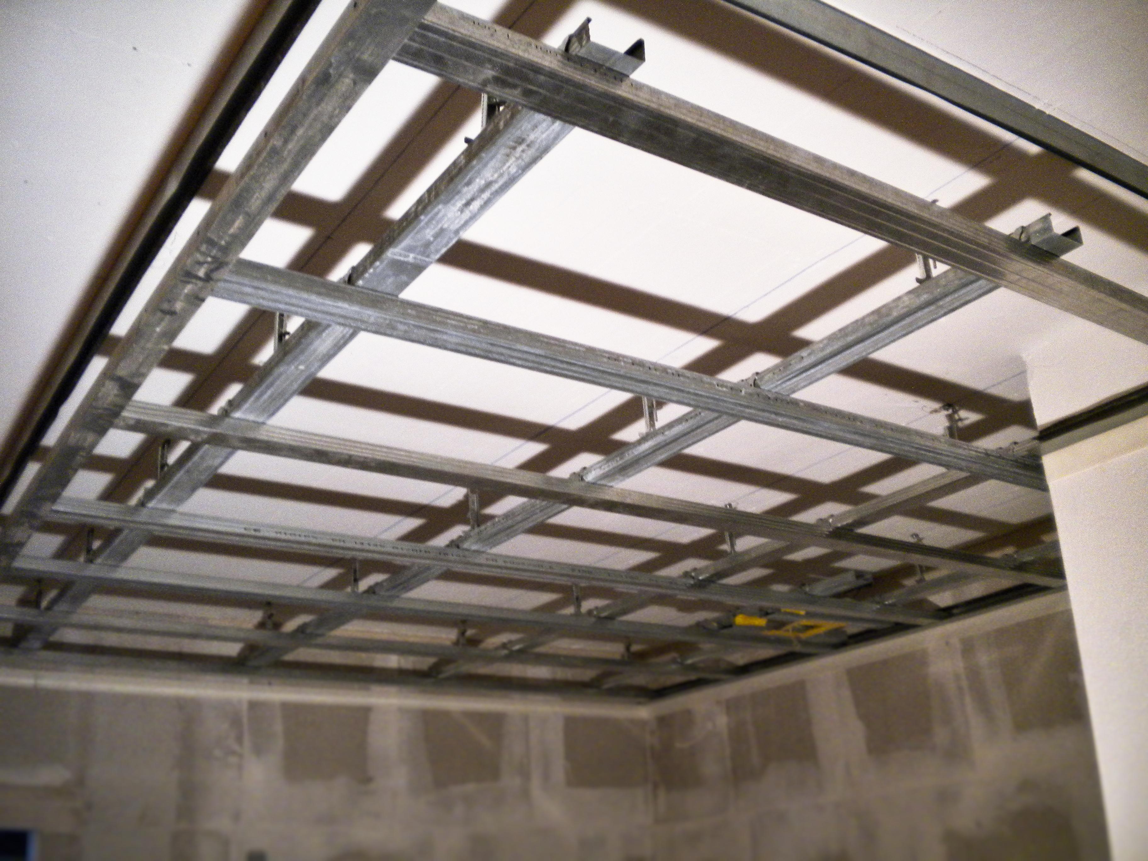 Sous construction pour plafond suspendu