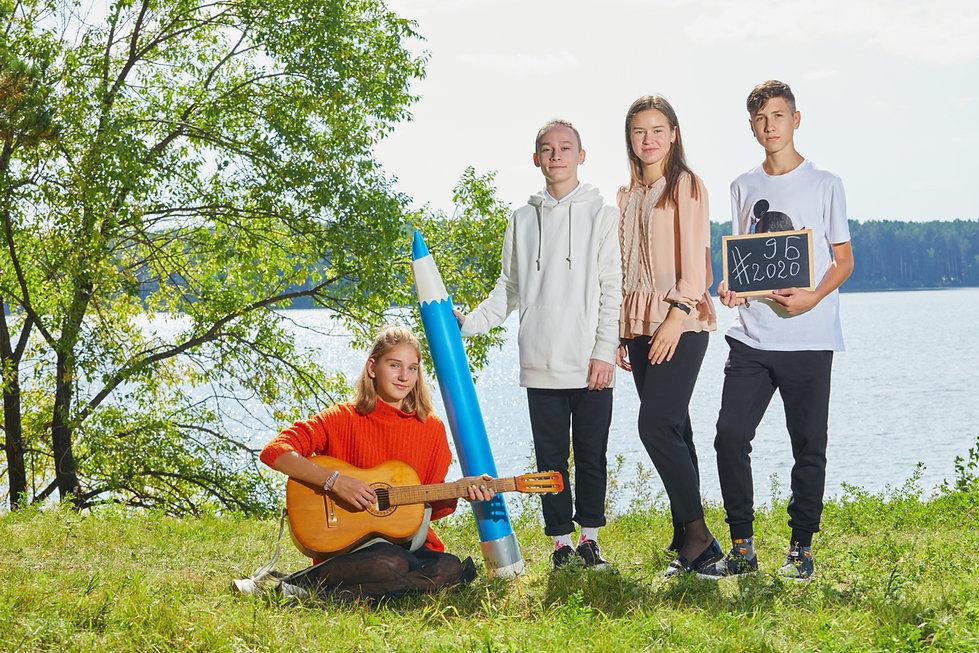 Школьники с гитарой
