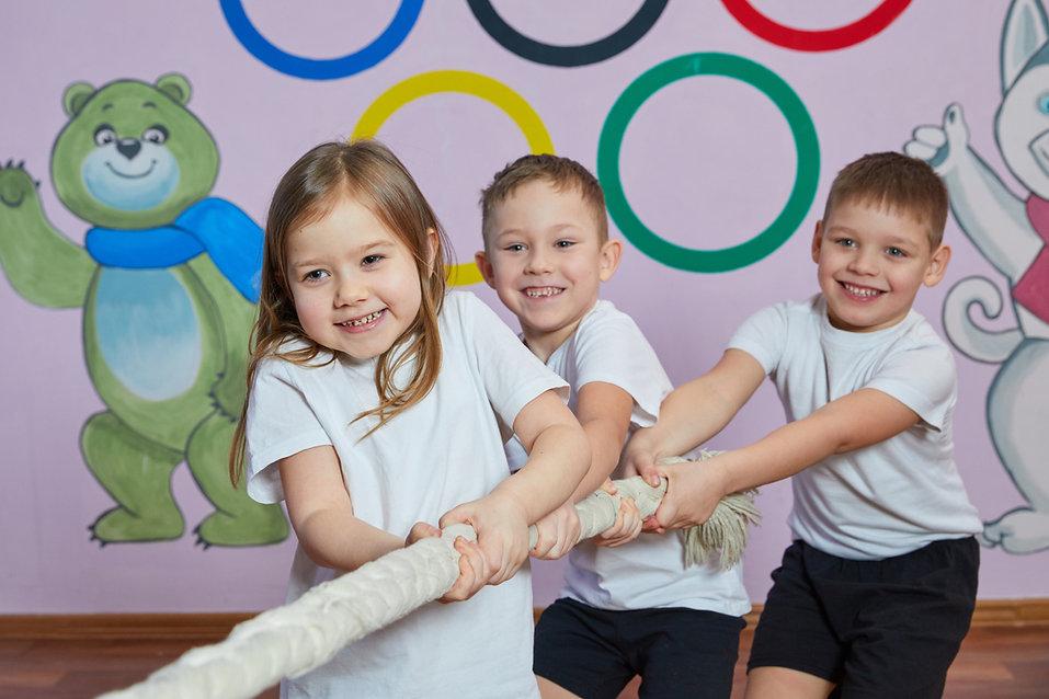 На физкультуре в детском саду