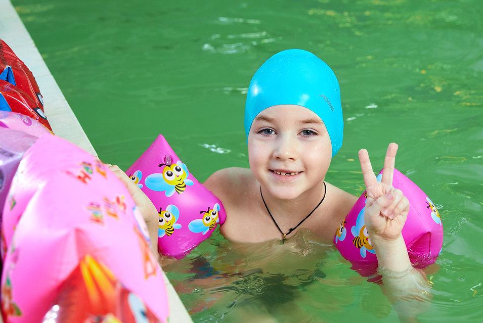 В бассейне детского сада