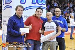 Ultras Sassari basket consegnano a O.R.raccolta fondi pro terremoto