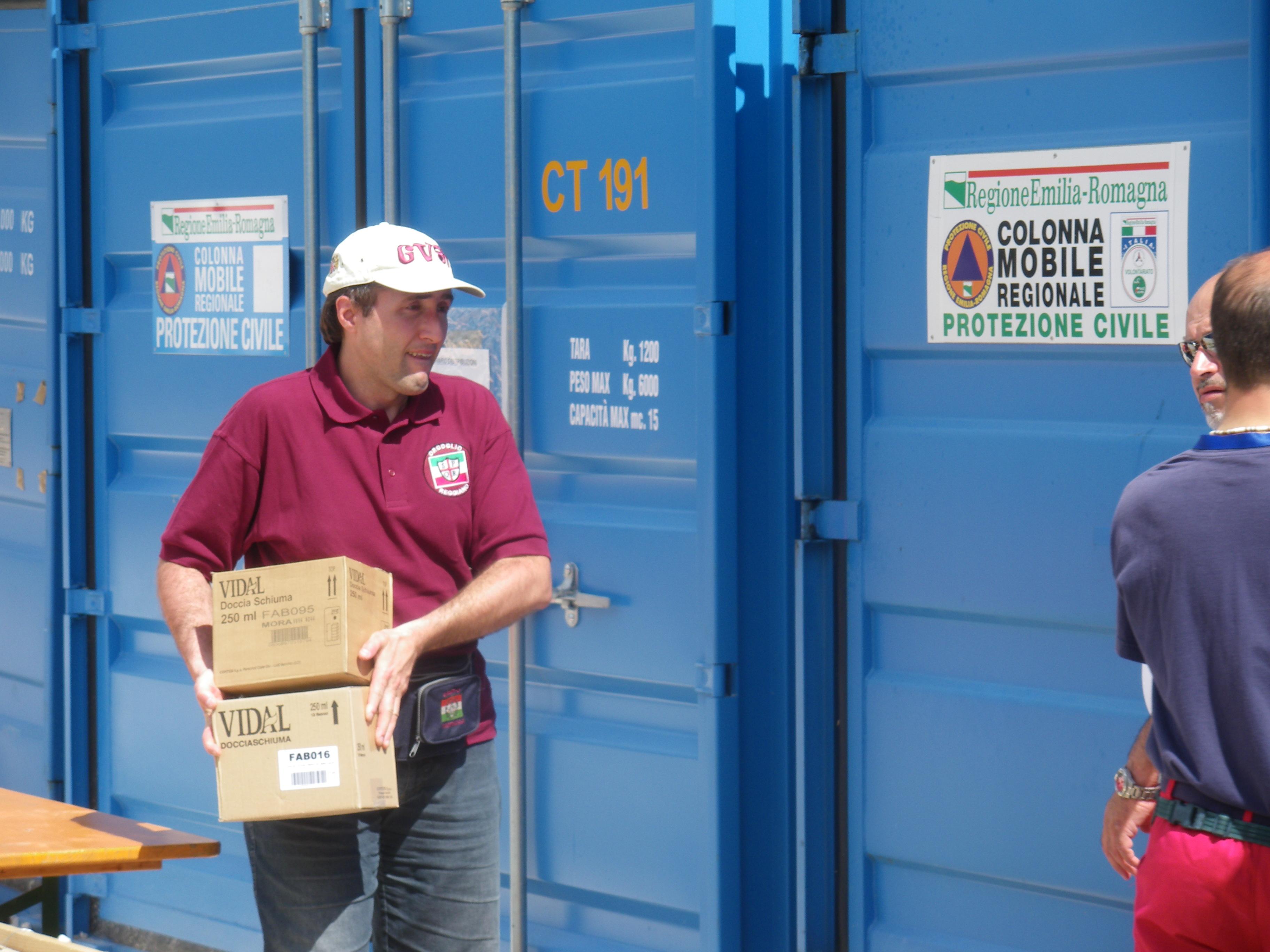 consegna aiuti a Villa sant'Angelo per terremoto l'Aquila