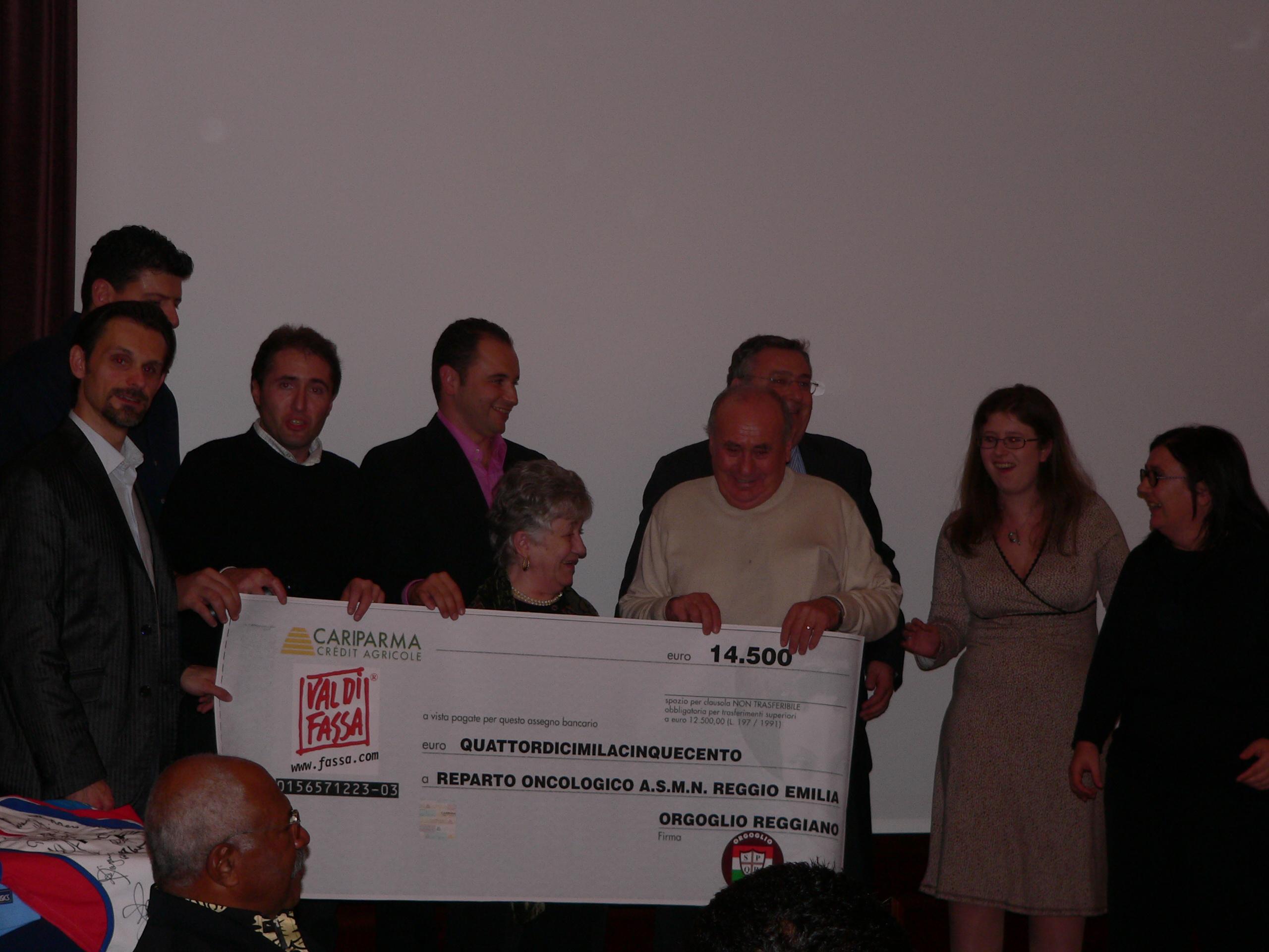 cena rugby consegna assegno a rep.oncologico osepdale di Reggio in memoria di Buffagni