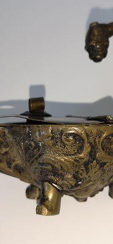 Antica lucerna in bronzo inciso e cesellato