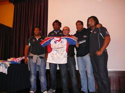 cena rugby. Maglia naz.Pacific Islander con aluni giocatori e Luca Camurri che ha vinto asta