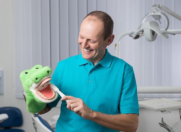 Zahnarztpraxis Niederstettten* Kinderzahnarzt Niederstetten * Dr. med. dent. Richard Rogge